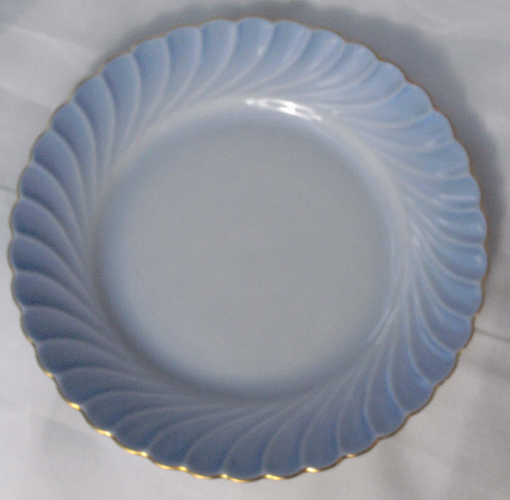 cccab93e Nydelig kaffeservice fra Porsgrunn porselen, Maud. Delikat blått med  gullkant. 1 sett, bestående av kopp, skål og asjett, selges for kr 250.